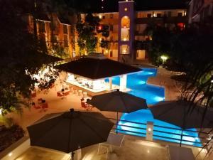 Вид на бассейн в Adhara Hacienda Cancun или окрестностях