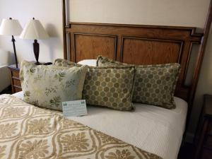 Ein Bett oder Betten in einem Zimmer der Unterkunft Chelsea Inn