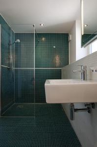 Ein Badezimmer in der Unterkunft 1463 Apartmenthaus
