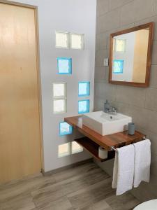 Uma casa de banho em Azorean Stones House AP B, Vila do Porto, Açores