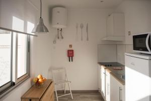 A cozinha ou kitchenette de Azorean Stones House AP B, Vila do Porto, Açores
