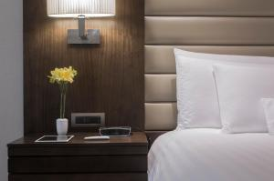 A bed or beds in a room at Swissotel Lima