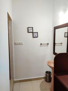 A bathroom at Agonda Palace Resort