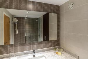 A bathroom at Hilton London Gatwick Airport
