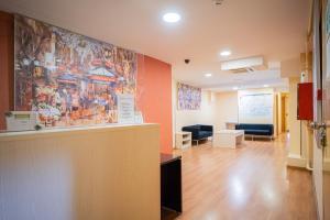 The lobby or reception area at Hostal Fina
