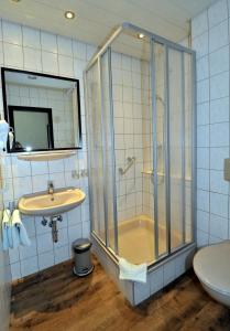 Ein Badezimmer in der Unterkunft Hotel Bleske im Spreewald