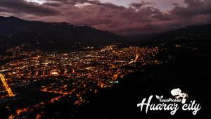 A bird's-eye view of Hostal Vacahouse Huaraz