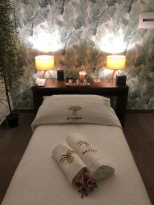 A bed or beds in a room at Riviera Royal Hotel