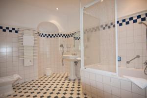 Ванная комната в Parkhotel Unter den Linden
