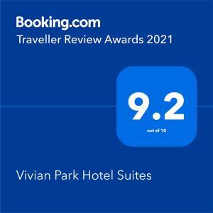 Um certificado, prêmio, placa ou outro documento exibido em Vivian Park Hotel Suites