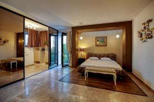 A bed or beds in a room at KUBIQ Residence