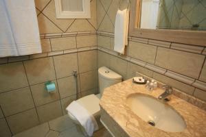 A bathroom at Hotel Sky Ville Canela