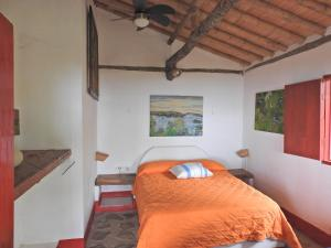 A bed or beds in a room at La Oculta Lodge
