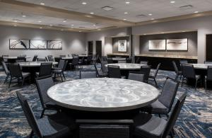 A restaurant or other place to eat at Courtyard by Marriott Philadelphia South at The Navy Yard