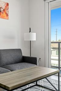 A seating area at Stay Gia New Modern Chic 2 Br Apartment By LAX 4 Ppl