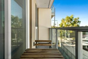 A balcony or terrace at Stay Gia New Modern Chic 2 Br Apartment By LAX 4 Ppl