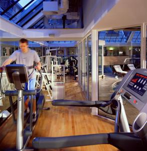 The fitness center and/or fitness facilities at Aberdeen Marriott Hotel