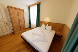 A bed or beds in a room at Guesthouse - Cultural Center Gustav Mahler