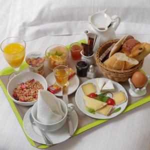 Breakfast options available to guests at Hotel du Palais
