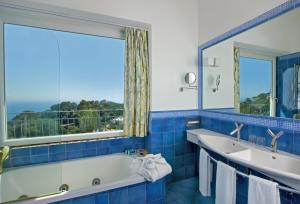 A bathroom at Hotel La Floridiana