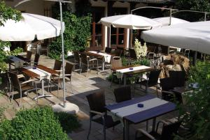 A restaurant or other place to eat at Flair Hotel Dobrachtal