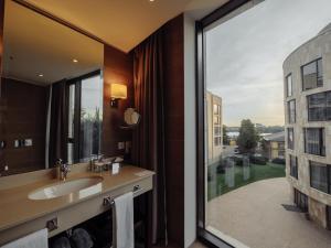Ванная комната в DoubleTree by Hilton Moscow – Marina