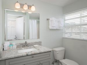 A bathroom at Sea Aire Motel