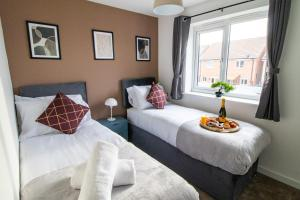 A bed or beds in a room at The Cosy House with Free Parking, Garden and Smart TV with Netflix by Yoko Property - Perfect for Contractors, Groups & Relocation