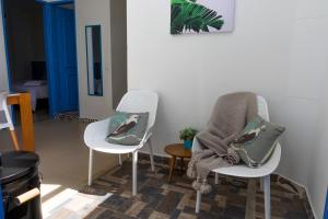 A seating area at Azulado Jericó
