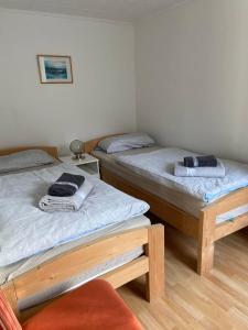 Ein Bett oder Betten in einem Zimmer der Unterkunft Ferienwohnung Behling am Schufutsberg