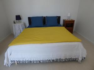 A bed or beds in a room at Chambres d'Hôtes Vignes et Loire