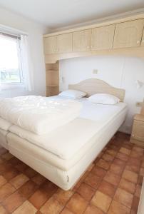 Säng eller sängar i ett rum på Tobisviks Camping