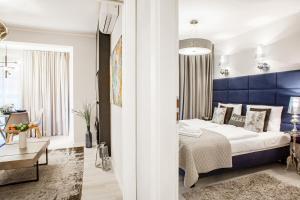 Postel nebo postele na pokoji v ubytování Apartments Cracow Wawrzyńca by Renters