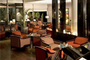 The lounge or bar area at Kempinski Hotel Amman