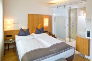 Ein Bett oder Betten in einem Zimmer der Unterkunft Hotel Maximilian - Stadthaus Penz