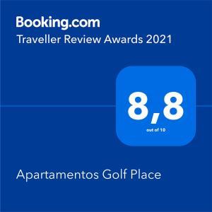 Certificado, premio, señal o documento que está expuesto en Apartamentos Golf Place