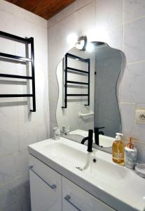A bathroom at Modern studio close to the Vieux Port