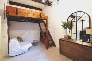 A bunk bed or bunk beds in a room at Modern studio close to the Vieux Port