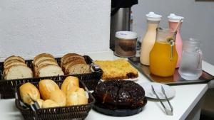 Breakfast options available to guests at Hotel Bella Júlia