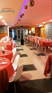 A restaurant or other place to eat at Lido Di Procida Guest House