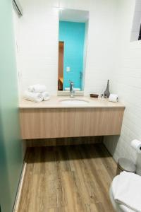 A bathroom at Hotel Executive Flat Arrey