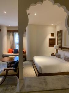 A bed or beds in a room at Alila Fort Bishangarh Jaipur - A Hyatt Brand