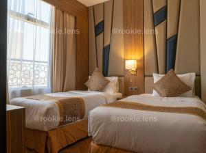 Cama ou camas em um quarto em Golden Tower Hotel AlKhobar Corniche