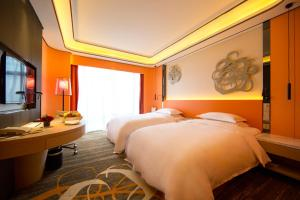A bed or beds in a room at Hotel Equatorial Shanghai