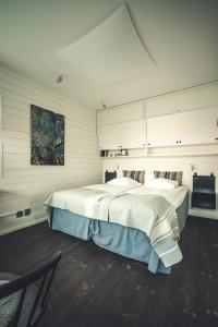 A bed or beds in a room at Salt & Sill