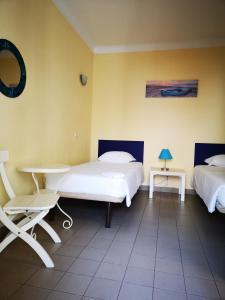 A bed or beds in a room at HI Lagos - Pousada de Juventude