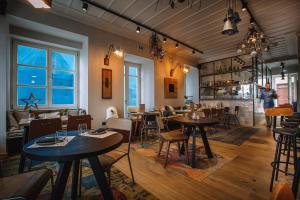 Εστιατόριο ή άλλο μέρος για φαγητό στο Αμυμώνη και Αδιάντη