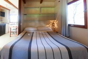 A bed or beds in a room at Bungalows Tangana