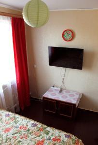 Телевизор и/или развлекательный центр в Apartment on Pobeda 2
