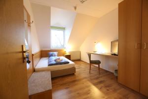 Ein Bett oder Betten in einem Zimmer der Unterkunft Pension Sachsenallee